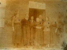Reningelst: familie Clarysse-Deramout voor hun barak