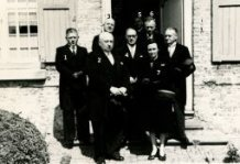 Lo: leden van de kerkraad bij de begrafenis van pastoor Vandromme