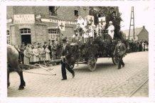 Woesten: bevrijdingsstoet 1945