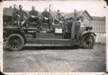 Poelkapelle: oude brandweerwagen in kazerne