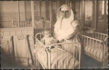 Roeselare: zuster Alfonsine als verpleegster in het ziekenhuis