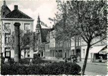 Veurne: Sint-Denisplaats met de 'pomp met de 1000 neuzen'