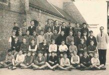 Nieuwpoort: klasfoto 6de leerjaar Sint-Bernarduscollege 1946-1947