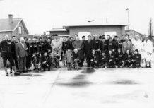 Jonkershove: groepsfoto wielerclub met nieuwe sponsor
