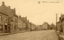Woumen: dorpsplaats met gemeentehuis