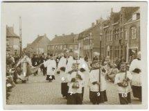 Woesten: processie