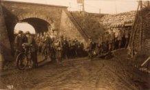 Hollebeke: Duitse militairen op weg naar de loopgraven