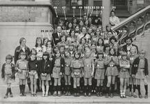 Poperinge: scouts, groepsfoto meisjesgidsen d' Hoppebellen