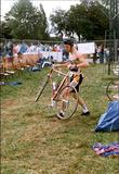 Zillebeke: wisselzone zwemmen fietsen triathlon van Ieper aan Zillebeke vijver