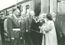 Koksijde: eerste reizigers komen aan in het nieuwe station