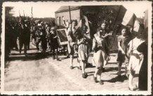 Hollebeke: Hulde aan Leopold III in de bevrijdingsstoet
