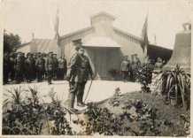 Houtem: Koning Albert I en Generaal Douglas Haig groeten klok Lo-Reninge