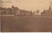 Houthulst: de Markt met het klooster en de kerk