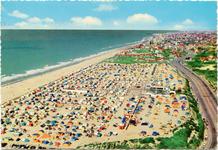 De Panne: luchtopname van camping Zeepark, democratisch toerisme aan het strand
