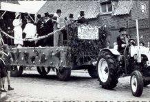 Hollebeke: trouwfeest in de stoet Hollebeke-1000