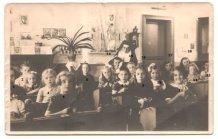 Adinkerke: klasfoto meisjesschool