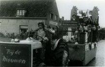 Roesbrugge: wagen in reclamestoet van 2 september 1951