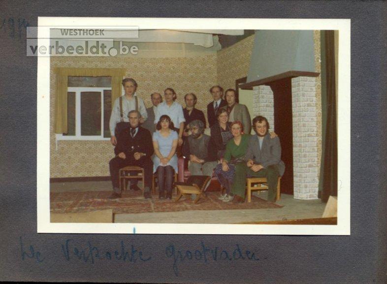 "Beselare: toneel Vreugde na arbeid speelt ""De verkochte grootvader"" 1974"