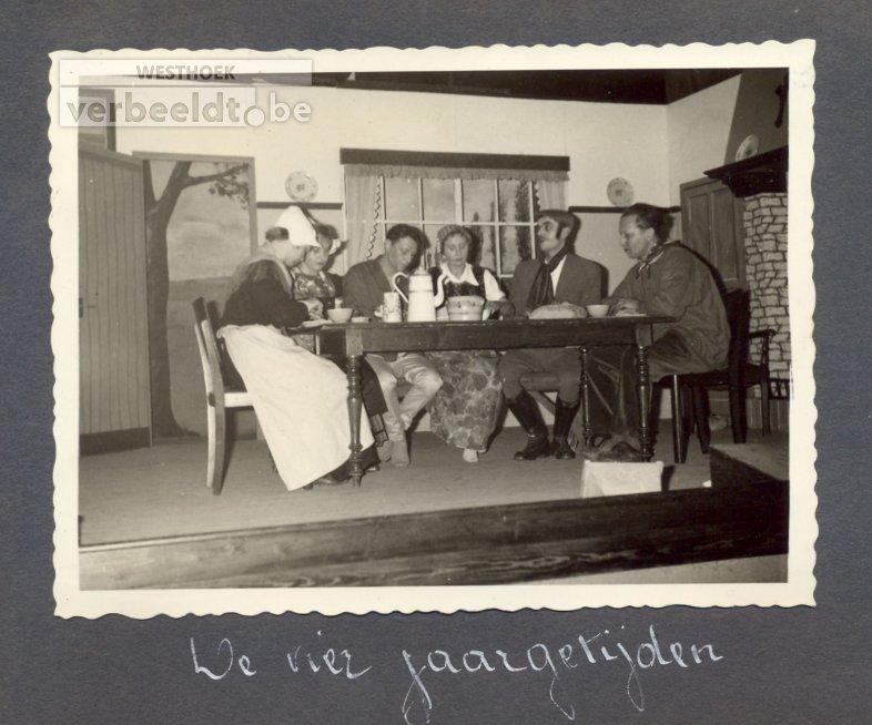 """Beselare: toneel Vreugde na arbeid speelt """"De vier jaargetijden"""" 1963"""