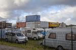 Waterpas, terrein met (kampeer)voertuigen en containers; vervaardiger: Musterd, …