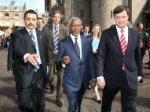 Binnenhof, bezoek van Kofi Annan, secretaris-generaal van de Verenigde Naties. R…