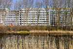 Gezicht vanaf de Houtrustweg op de Conradkade ter hoogte van het Verhulstplein. …