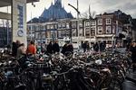 Spuiplein en Spui, met veel fietsen; vervaardiger: Gispen, Piet; 23 -1 -2014