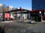 Verhulstplein, benzinestation/wasstraat van Texaco; vervaardiger: Oosterhout, Fo…
