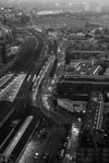 Gezicht vanaf het Strijkijzer op Stationsplein, Parallelweg, het emplacement van…