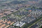 Luchtfoto van Ypenburg met op de voorgrond de Waterbuurt en linksmidden Singels;…