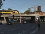 Binckhorstlaan met spoorviaducten ter hoogte van het Trekvlietplein; vervaardige…