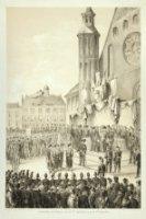 Uitdeling der prijzen door Z.M. de koning op het Binnenhof. De koning staat voor het bordes van de R ...