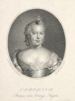 Portret van Carolina Prinses van Oranje Nassau. Zuster van Prins Willem V. Met Juwelen in het haar g ...