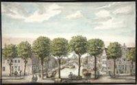 Gezicht op het Spui vanaf de Turfmarkt met de Houtmarkt, met de Nieuwe Kerk in de verte