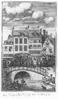 De Kapelsbrug ook wel Spuibrug genaamd aan het Spui met een voorbijtrekkende begrafenisstoet gaande  ...