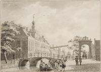 Het Oude Vrouwen- en Kinderhuis aan het Spui, hoek Verwerstraat (li.) vanaf het Delftse Veer. Daarac ...