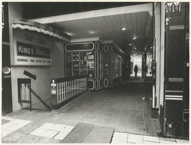 Queens-Passage, verbinding met de Annastraat; vervaardiger: Haagsche Courant (algemeen); 11 -1972