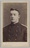 Portret van een 2e luitenant met het lichaam licht naar links gewend, Cartes-de-…