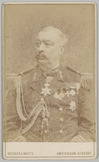 Portret van een admiraal en adjudant van Z.M. de Koning met vele onderscheidinge…