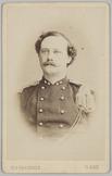 Portret recht van voren van een 1e luitenant
