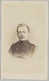 Portret recht van voren van een 1e luitenant, Cartes-de-visite gemaakt door Bing…