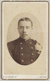 Portret van voren van een dienstplichtig wachtmeester der Artillerie, Cartes-de-…