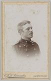Portret van opzij van een 2e luitenant infanterie