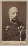 Portret van voren van een militair met vier sterren op zijn kraag en een ondersc…