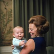 Prinses Beatrix met Prins Willem-Alexander