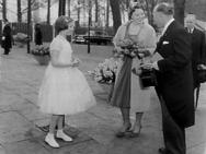 "Opening Nationale landbouwtentoonstelling ""Floriade"" door prinses Beatrix, aanbi…"