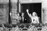 Troonswisseling 30 april , na abdicatie verschenen Beatrix en Juliana op balkon …