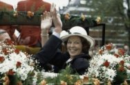 Viering Koninginnedag in Breda; Koningin Beatrix en Prins Claus in een open koet…