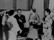 Prinses Beatrix in Japan. V.l.n.r. Premier Ikeda , Prinses Beatrix , Prins en Pr…