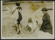 Work of the WAAC [Women's Army Auxiliary Corps] in France - Off the bath.